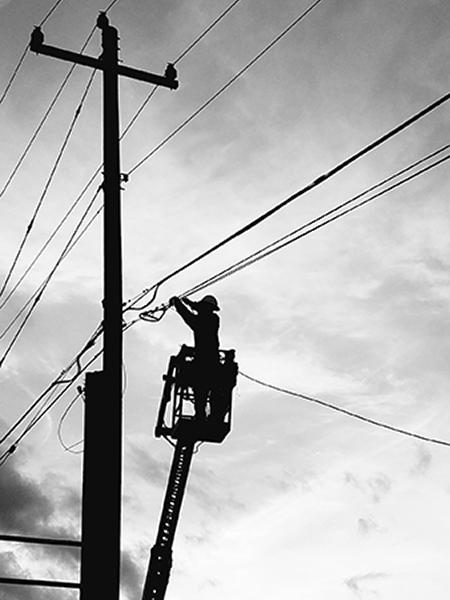 lineman repairing line